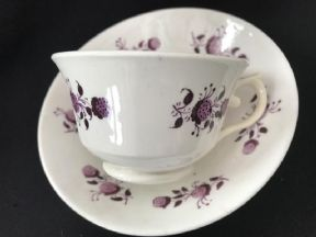 CAREWORN Regency cup & saucer  - puce strawberries